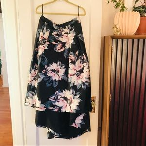 Full, floral, high low skirt w pockets